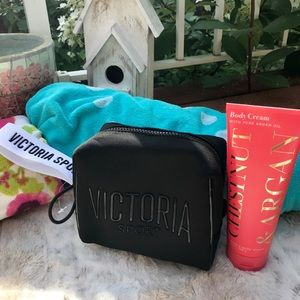 Victoria's Secret Wristlet Cosmetic Travel Bag 🌸